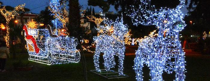 Slitta di Babbo Natale al Villaggio di Natale a Bacoli