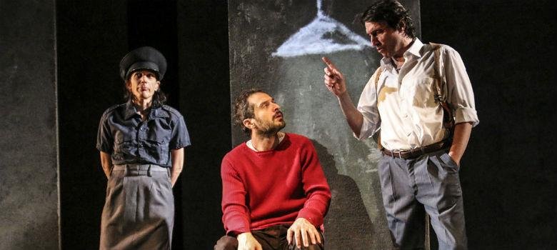 Una scena dello spettacolo Gospodin con Claudio Santamaria