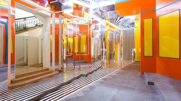 L'installazione di Daniel Buren al Museo Madre di Napoli