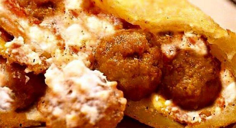 Pizza fritta con polpette a Napoli nelle sedi Zia Esterina Sorbillo