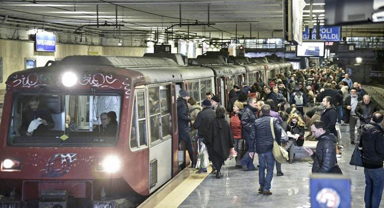 Disagi Circumvesuviana con treni soppressi e ritardi