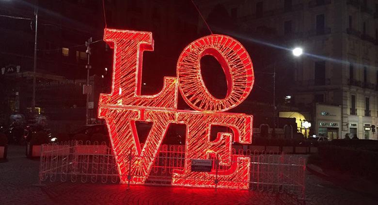 Luci di San Valentino a Chiaia a Napoli
