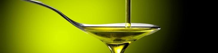 Cucchiaino di olio d'oliva