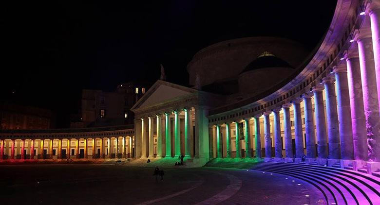 Napoli riaccende i colori arcobaleno per San Valentino 2016