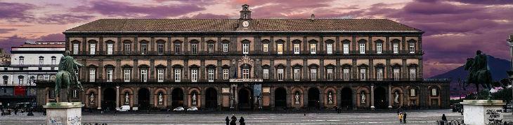 Frontale di Palazzo Reale a Napoli Piazza del Plebiscito