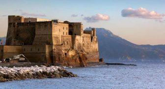 Visita guidata al Castel dell'Ovo con aperitivo al Borgo Marinari