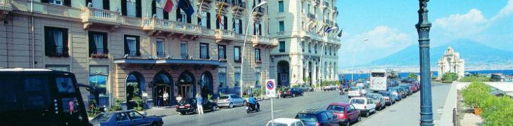 esterna del Grand Hotel Santa Lucia di Napoli