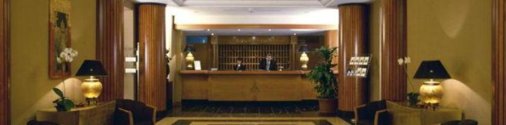 Reception dell'Hotel Ramada a Napoli