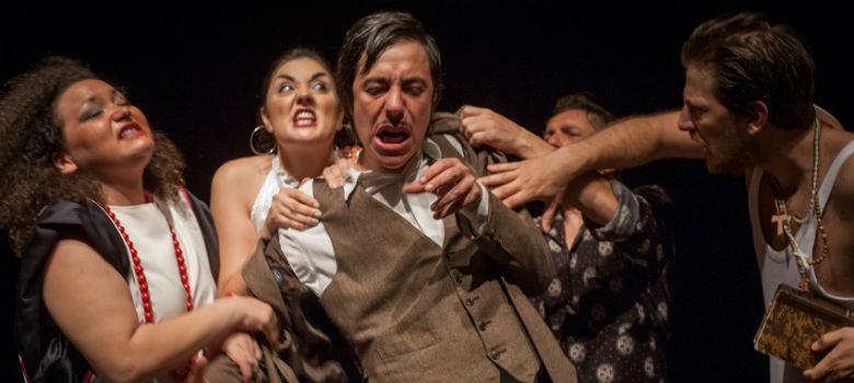 Una scena dello spettacolo Hamlet Travestie al Teatro Bellini di Napoli