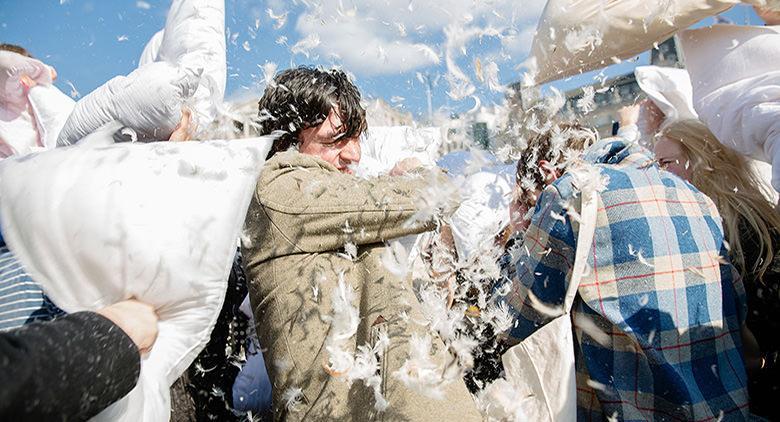Giornata mondiale della lotta coi cuscini a Napoli