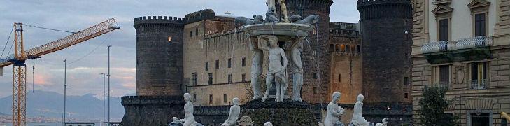 Vista di piazza municipio a napoli