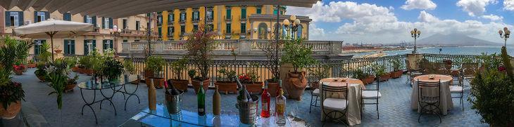 Vista della terrazza dell'hotel Miramare di Napoli