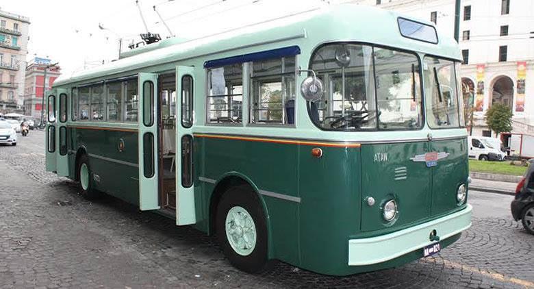In filobus storico a Napoli per la domenica ecologica del 3 aprile 2016