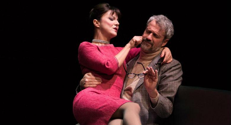 Una scena dello spettacolo Casa di bambola di Ibsen al Teatro Mercadante di Napoli
