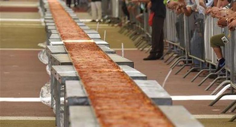 Pizza più lunga del mondo Napoli