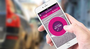 Paga por una parada en Nápoles con un teléfono inteligente