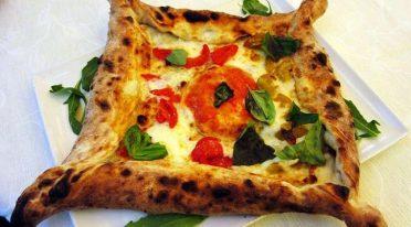 Greek Walls Pizza in Naples