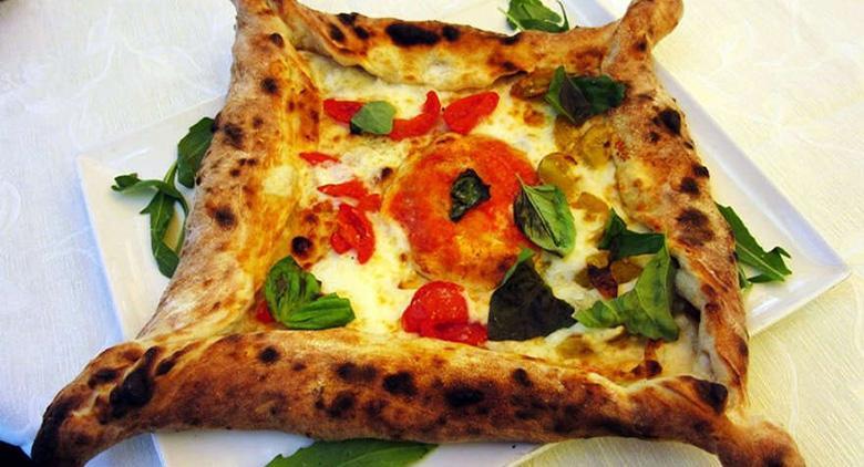 Pizza Mura Greche a Napoli