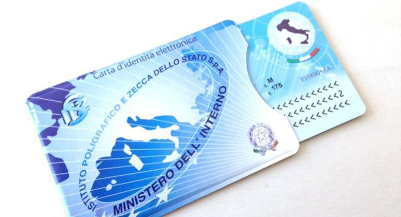 La nuova carta di identità elettronica debutta a Napoli