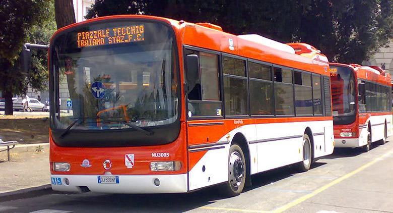 Nuovo stazionamento bus a Piazzale Tecchio a Napoli