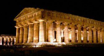 passeggiate notturne tra i templi di paestum
