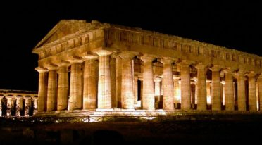 night walks among the temples of paestum