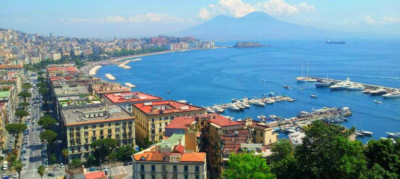 Panorama del golfo di Napoli dalla terrazza di Sant'Antonio a Posillipo