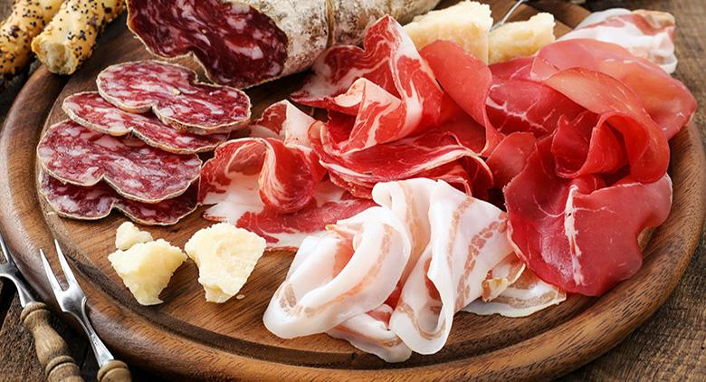 La Prosciutteria a Napoli con salumi e vini di qualità e buffet gratis all'inaugurazione