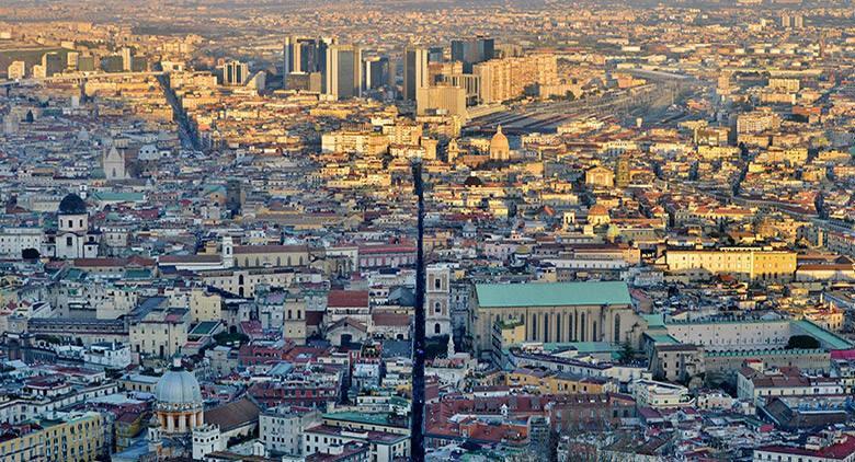 Visita guidata di beneficenza al centro di Napoli