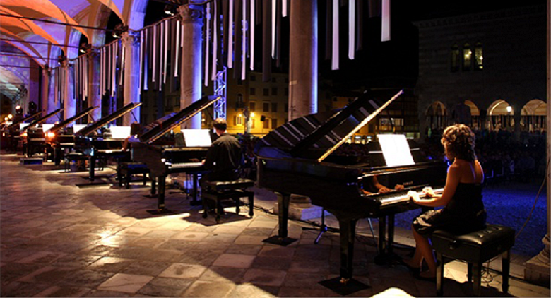 21 pianisti in Piazza Plebiscito al Piano City Napoli 2016 in concerto gratuito