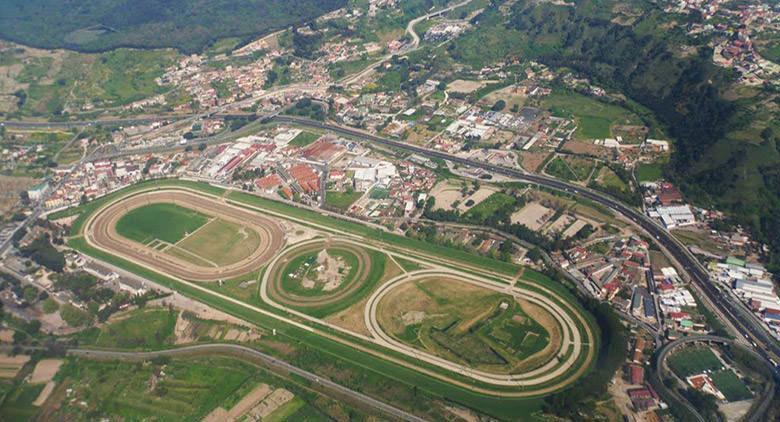 Sonntag im Hippodrom von Agnano mit neuen Fahrgeschäften