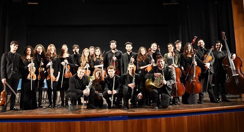 Stagione concertistica al Teatro Bellini con l'Orchestra Napolinova