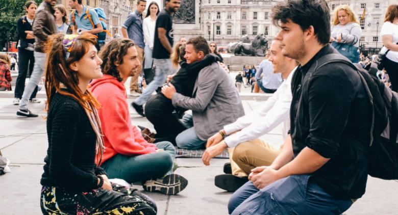 Eye Contact Experiment a Napoli, un grande esperimento sociale