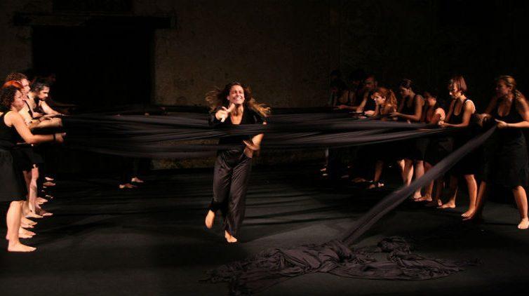 Una scena dello spettacolo Odissea a/r di Emma Dante in scena al Teatro Bellini di Napoli