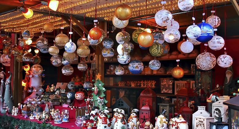 Villaggio di Natale a Piazza Municipio a Napoli