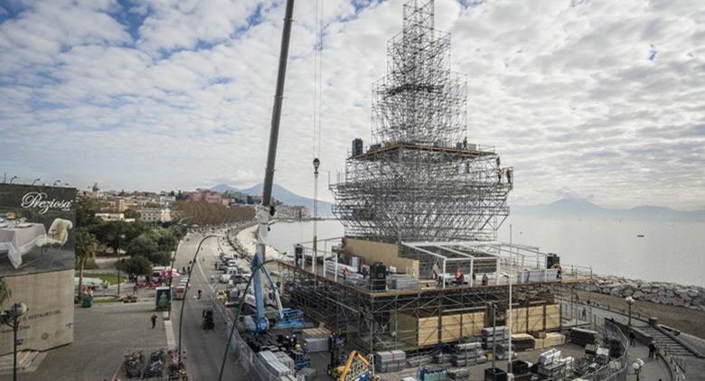 Dispositivo di traffico per N'Albero a Napoli