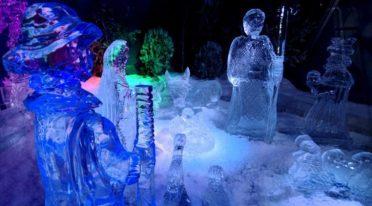 Presepe di ghiaccio a Piazza Garibaldi a Napoli