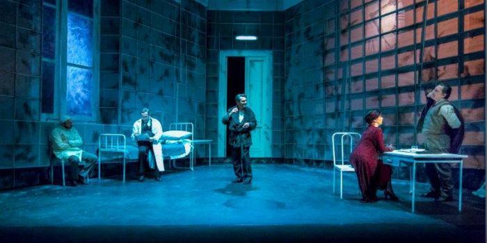 Una scena dello spettacolo Il giuoco della parti di Pirandello al Teatro Mercadante di Napoli