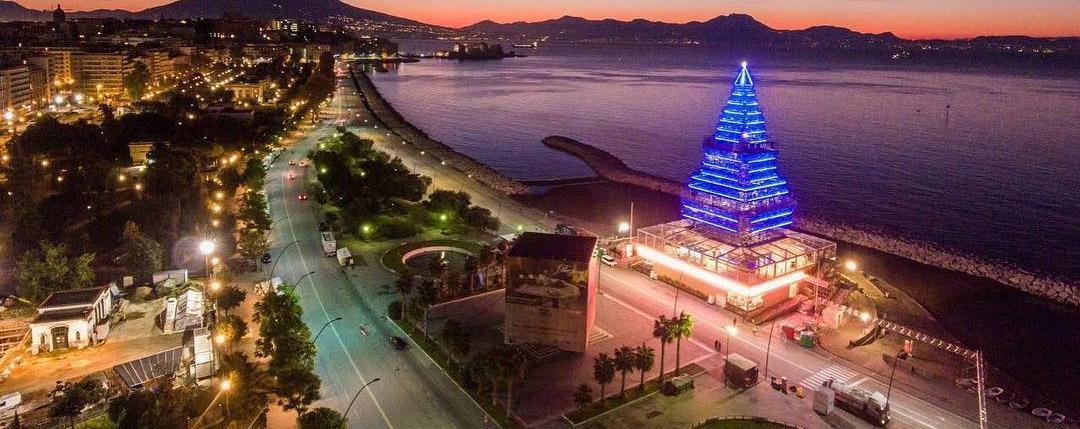 Albero Di Natale Napoli.N Albero Sul Lungomare Di Napoli Prezzi Dei Biglietti E Orari