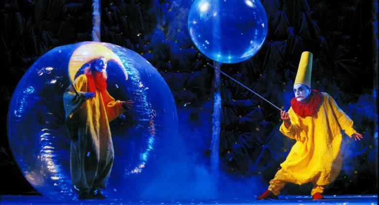 Una scena dello spettacolo Slava's Snowshow al Teatro Bellini di Napoli
