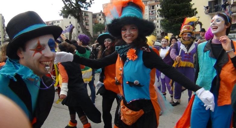 Equi-libri tra equilibristi e equilibrismi è il tema del Carnevale di Scampia 2017