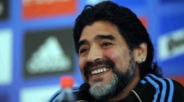 Maradona riceverà la cittadinanza onoraria di Napoli