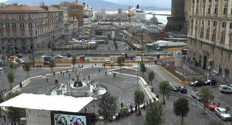 Apertura uscite metro Piazza Municipio a Napoli