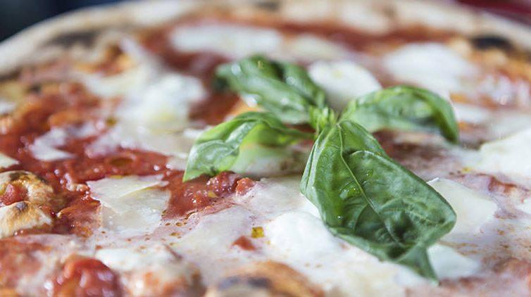 Le migliori pizzerie d'Italia per la guida Michelin 2017 sono di Napoli