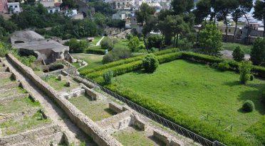 Il Parco Archeologico dei Campi Flegrei con le Terme di Baia