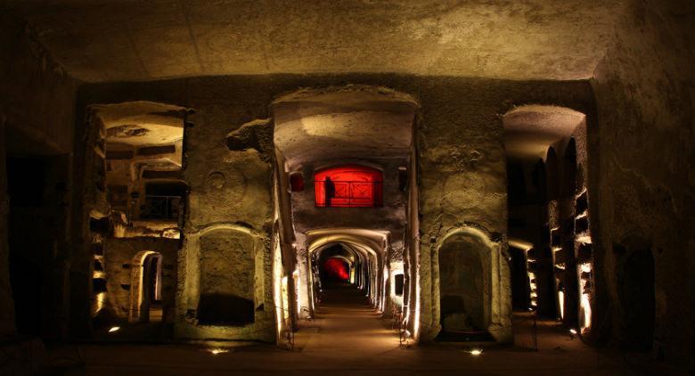 aperitivo serale alle catacombe di san gennaro