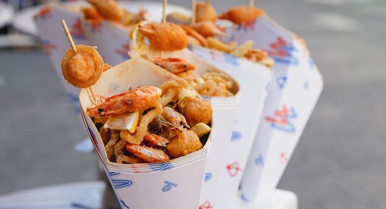 A Napoli evento di street food con truck a Piazza Dante