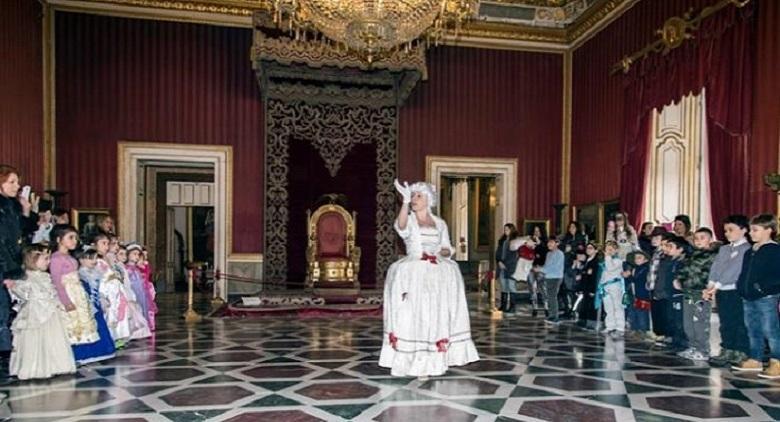 Ballo a corte e visita guidata al Palazzo Reale di Napoli