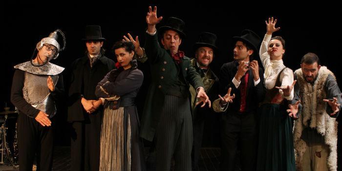 I posteggiatori tristi in Frankenstein o mostro al Teatro Bellini di Napoli