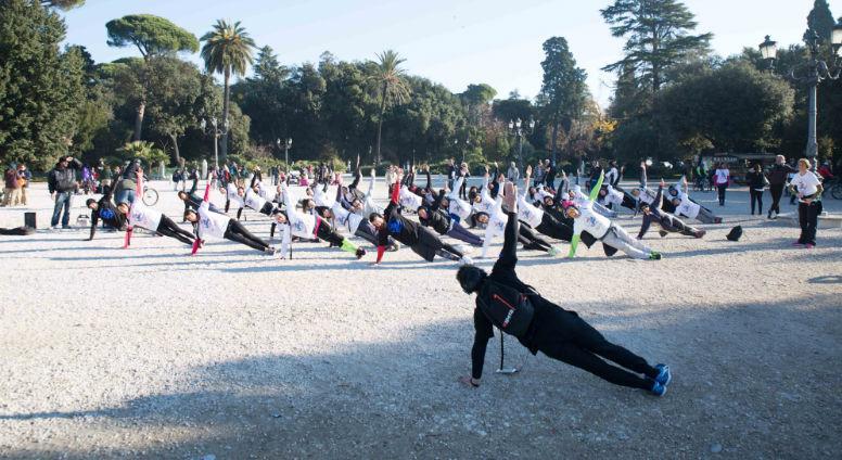 Городская тренировка по фитнесу в Неаполе